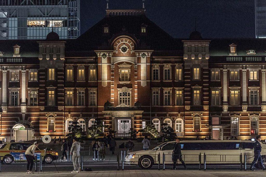 深夜の東京駅で